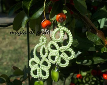 Earrings in tatting, pale green with Murano glass pendant .6 cm, mod. FLO '