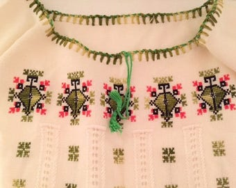 Vintage embroidered blouse/ S-M gift