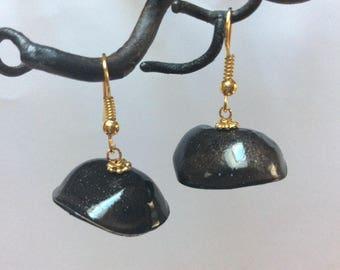 Earrings black-gold frame