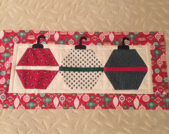 Quilted Christmas ornament table runner