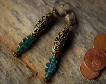 Long and chic earrings