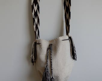 Hand woven bag from natives of La Guajira, Colombia • Vintage • Handmade • Cross Body • Ethnic • Authentic • Hippie • Bohemian • Fringe •