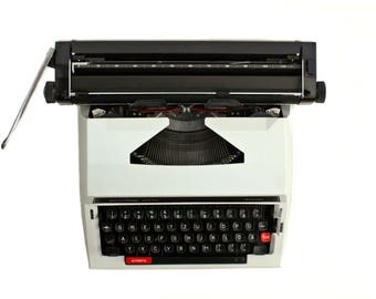 Privileg 320 TR wide carriage  Portable typewriter in case (serviced condition)