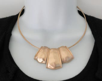 "Gold Tone Signed JNY Jones New York 4 Strand Wired 9"" Hammered Pendant Choker Necklace"