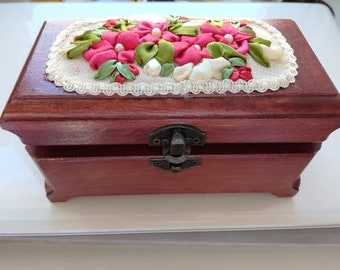a wooden casket, a casket in a rustic style, a jewelry box,a beech box, a woman's casket,a jewelry box,present for mother's day,rustic style