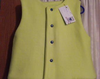 Girls 3T lime green fleece vest. Navy blue snap. Item lined.