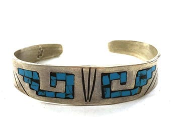 """Sterling Silver & Turquoise Bracelet / Vintage 1980s Mexican Mayan Aztec Cuff with Chip Turquoise Inlay 6 1/8"""" Wrist"""