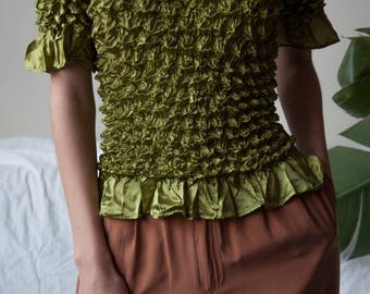 olive green micropleat popcorn top / simple crinkled top / minimalist top / s / m / 3193t / B18