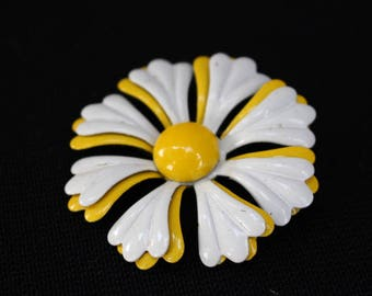 Vintage Yellow and White Enamel Daisy Flower Lapel Pin/Broach