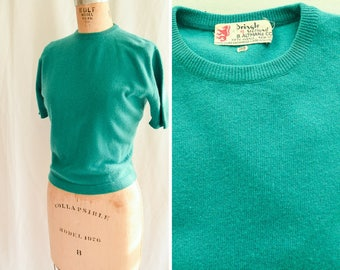 Pringle of Scotland | Vintage 1950s Sweater Emerald Green Cashmere Pullover Short Sleeve Crew Neck 50s Sweater Girl // B. Altman Size M