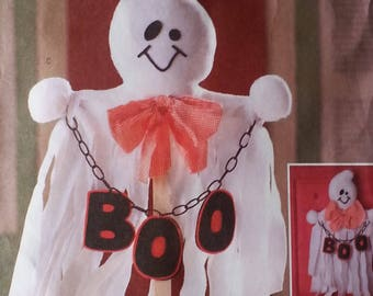Ghost Pattern Butterick B4312 Ghost front porch greeter Halloween ghost wall and door hanging and Boo decorative bags pattern