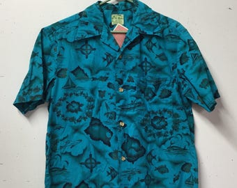 beautiful 1970s Ui-Maikai Hawaiian Tiki Aloha shirt with whales, sailboats, Hawaii, Fishes Medium