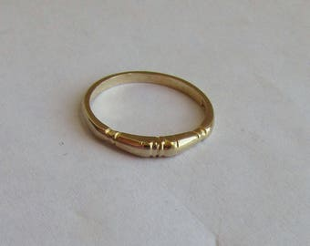 Petite & textured solid 14K Y Gold Vintage Wedding Band Ring, size 5.5, free US first class shipping