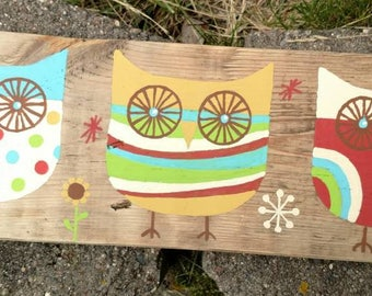 Owl Trio hand painted sign on pallet wood bright.mod