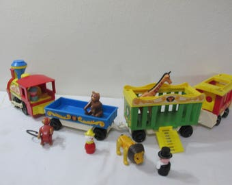 Fisher Price Circus Train 991 with 4 Cars, Animals and Little People