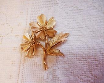 Vintage Trifari Crown Gold Flower Pin Brooch 1970s