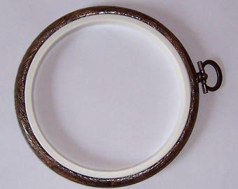 Round Plastic Flexi Hoop, woodgrain effect, 4 inch hoop, cross stitch hoop, embroidery hoop