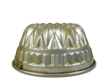 Vintage Bundt Style Cake Pan