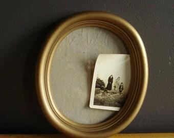 Sweet Oval Frame - Vintage Gold Picture Frame