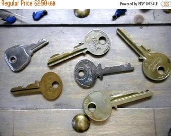 SALE Destash. Vintage Flat Keys  Upcycled Assemblage Steampunk Design Elements Old Key set of 6