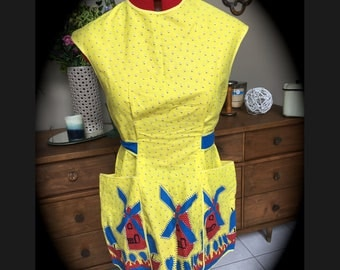Vintage FULL Smock APRON Yellow Windmills Dutch Print Yellow Blue Red with 2 Large Pockets Ties in back