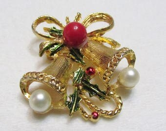 Vintage 1950s gold Christmas bells pearls brooch pin