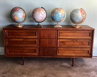 MID CENTURY MODERN 9 Drawer Dresser or Changing Table (Los Angeles)