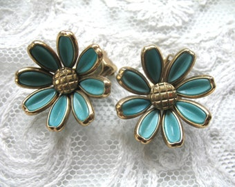 Vintage Turquoise Flower Earrings ~ Turquoise Glass Flowers ~ Clip On ~ Trifari