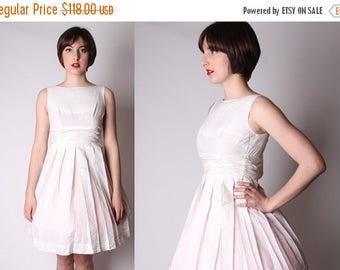 On SALE 35% Off - White Short Vintage 1950s Wedding Dress / Informal Wedding Dress / White Wedding Dress / Dresses / Cotton Dress / 1883