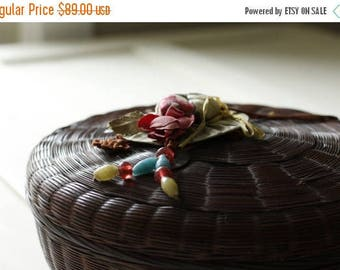 Antique Sewing Basket, Edwardian Mending, Collectible Contents, Vintage Notions, Woven Basket, Fabulous Early Mending Basket, Tufted Top