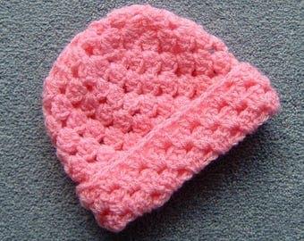Pink crocheted new born  baby beanie hat (ref 007)