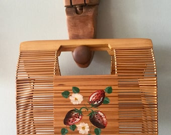 1940s Bamboo Wood Handbag purse Strawbwerries