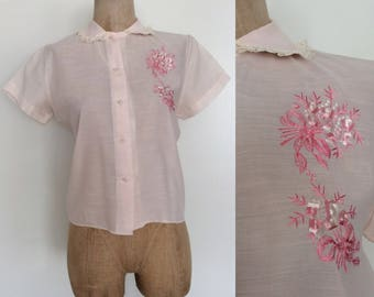 1950's Pink Cotton Embroidered Button Up Size Medium Large by Maeberry Vintage