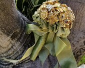 Custom Brooch Bouquet in gold and pearls
