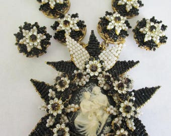 STANLEY HAGLER Amazing Black & White Glass Bead Cameo Necklace Earring Set