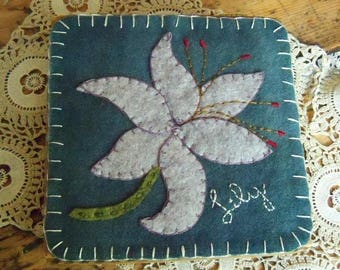 Wooden keepsake box with Felted Wool Penny Rug Lily