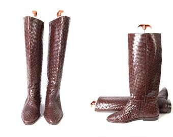 1980s Chocolate Brown Basket Weave Leather Vintage Boots by Unisa Size 8B