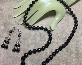 "Vintage 20"" Single Strand 2"" Drop Black Beaded Silvertone Necklace Earring Set"