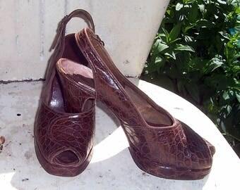 Vintage 1940's Brown Alligator Peep Toe Platform Shoes...Size 7-7.5..WoW*