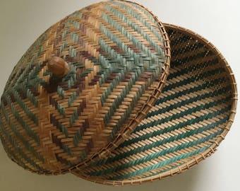 Beautiful unusual vintage wicker basket, vintage wicker storage, wicker decor, fall decor, vintage fall decor, boho wicker bowl,