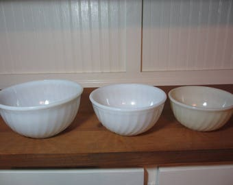3 Fire King White & Beige / Ivory Swirled Milkglass Mixing Bowls, Milk Glass Bowl, Vintage Kitchen GL242, See Description