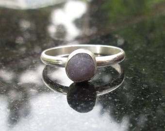 Grape Agate Ring, Size 6, Raw Stone Ring, Purple Agate Gemstone Silver Ring, Silver Stacking Ring with Purple Stone Gemstone,Raw Grape Agate