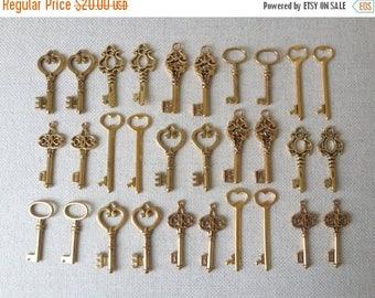 ON SALE Keys to the World Gold Skeleton Keys - 30 x Large Vintage Keys Antique Gold Rustic Skeleton Keys Skeleton Gold Wedding Keys Set Gold