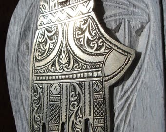 Silver  (tested) Moroccan hand engraved large Hand pendant separate fingers