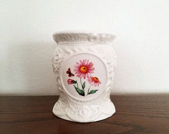 "Ceramic Potpourri Tart Warmer/Burner with ""Lace"" Design"