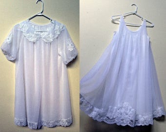 1960s Babydoll Nightgown & Peignoir / Sheer White Nightgown Set with Flower Accents / Full Flowing 1960s Vintage Nightgown Robe / Size S-M