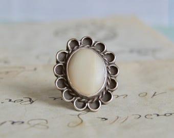 Vintage Southwestern Shell Ring - Size 5 - Sterling