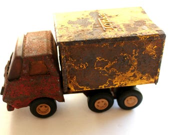 vintage Tonka moving dump truck, prop, photo prop, rusty trucks