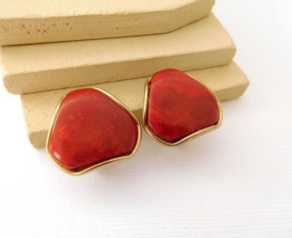 Vintage Rust Orange-Red Gold Tone Mod Triangle Clip On Drop Earrings DD21