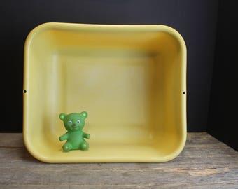 Vintage 1970s Gold Rubbermaid Dish Pan // Retro Kitchen // Laundry Pail